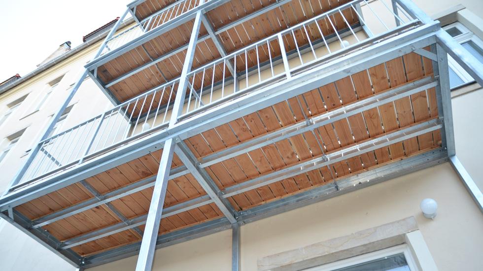 mehrteilige balkone camaro balkone. Black Bedroom Furniture Sets. Home Design Ideas